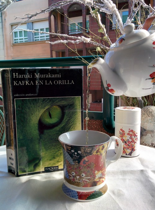 Mugs and books 3 - Kafka en la orilla