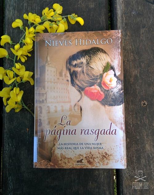 La página rasgada Nieves Hidalgo